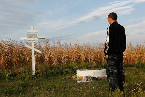 В поселок Рассыпное Восточной Украины, где упал Boeing, привезли гуманитарную помощь ©Влад Александров, ЮГА.ру