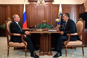 Владимир Путин и Юнус-Бек Евкуров ©Фото пресс-службы Кремля