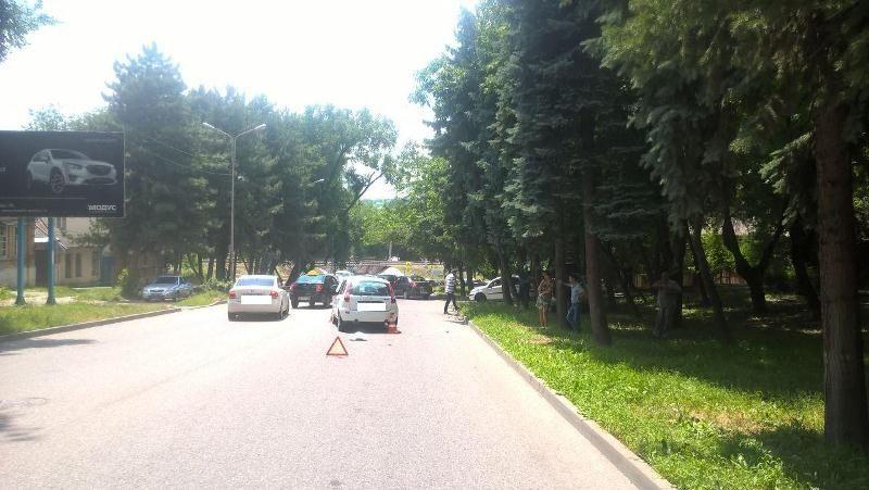 ВПятигорске из-за разгерметизации радиатора автомобиля случилось  ДТП