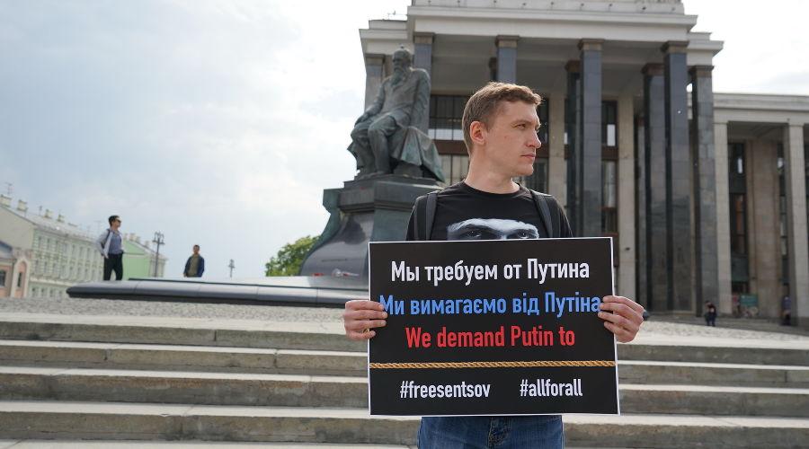 Константин Котов на одиночном пикете ©Фото Natdemina, commons.wikimedia.org, CC BY-SA 4.0
