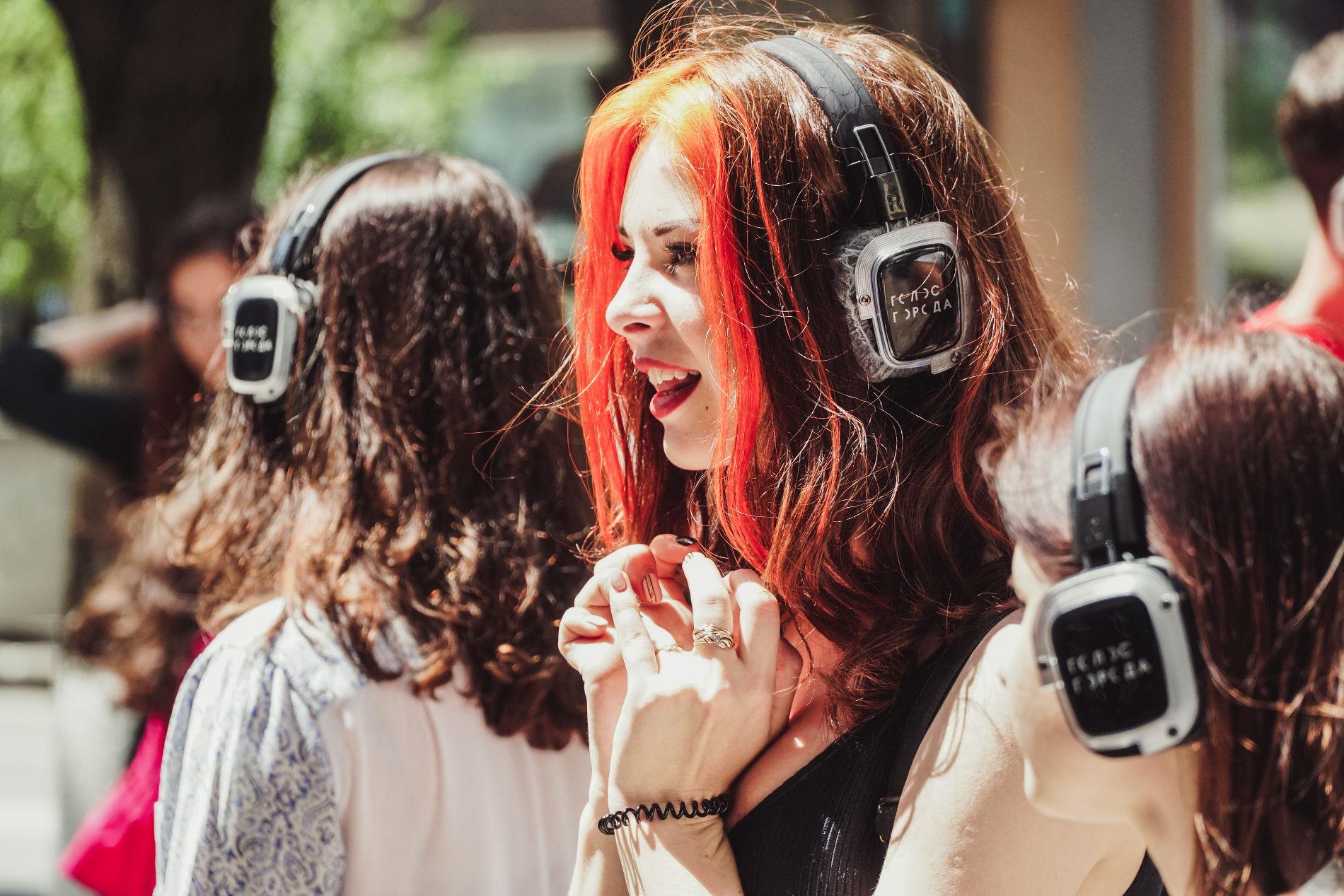 Участники променад-спектакля «Голос Города» ©Фото предоставлено Артемом Мироновым