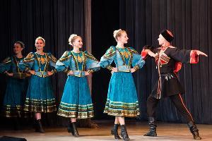 Ансамбль народных танцев «Кубань» ©Фото Елены Синеок, Юга.ру