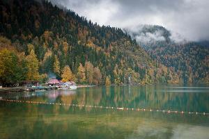 Озеро Рица ©Елена Синеок, ЮГА.ру