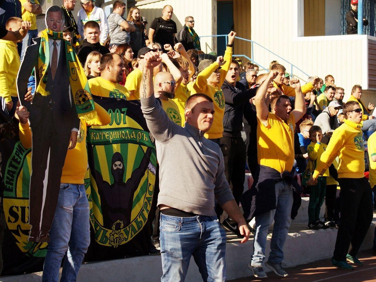 Фанаты «Кубани» на выезде в Темрюке ©Фото Анны Козаченко