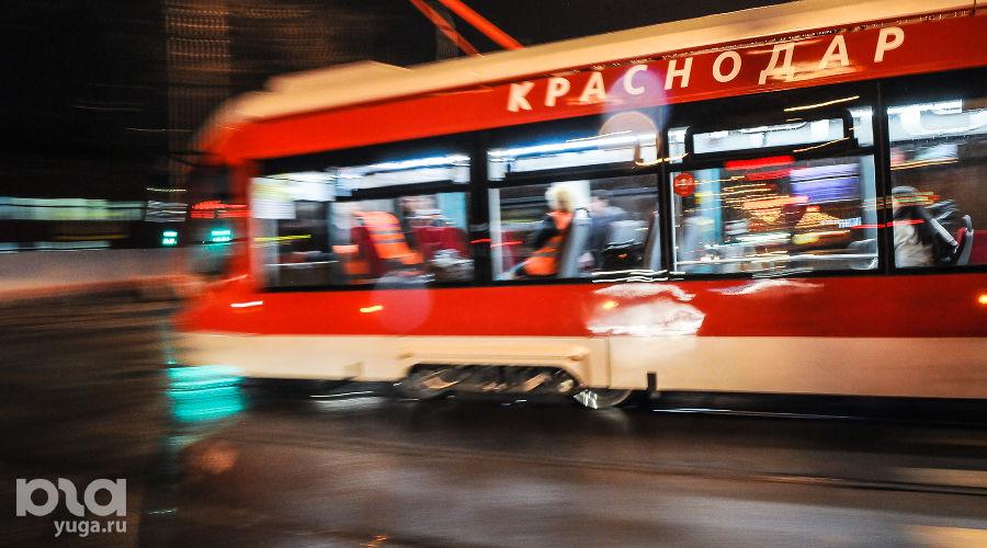 Ночные испытания трамвая «Витязь» в Краснодаре ©Фото Елены Синеок, Юга.ру