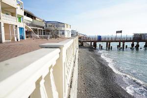 Пляж поселка Лазаревское ©Фото пресс-службы администрации Сочи