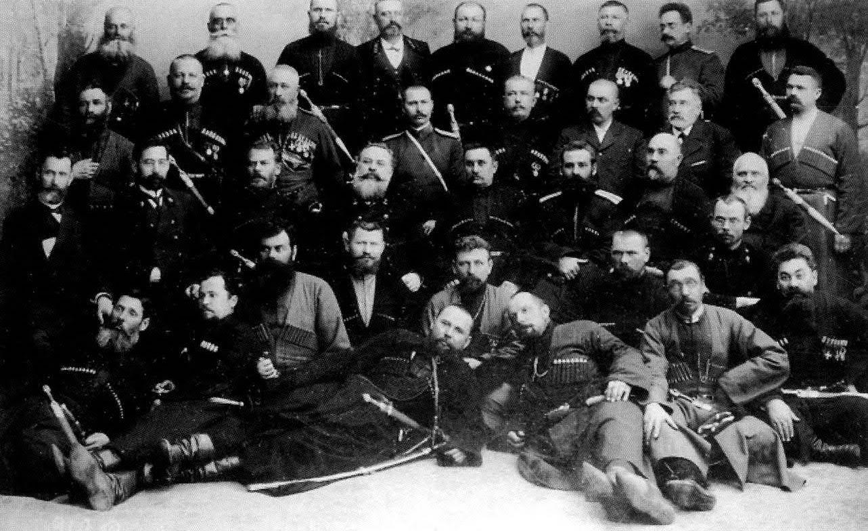 Выборщики и члены Государственной Думы от Кубани. Бардиж в третьем ряду третий справа, 1907 год
