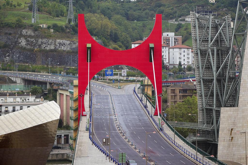 Скульптура Даниэля Бюрена в Бильбао ©Фото с сайта Wikimedia Commons