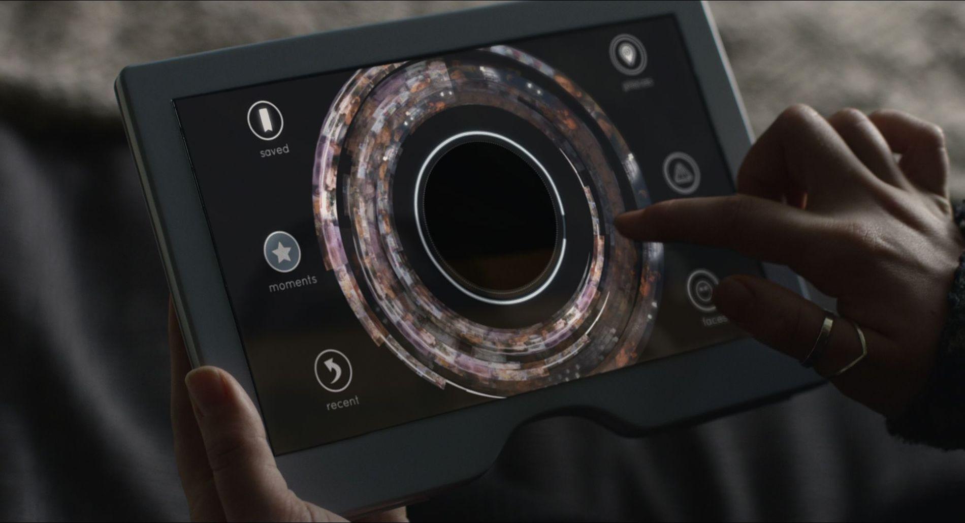 Устройство для слежения за ребенком через имплант ©Кадр из сериала «Черное зеркало». Эпизод «Аркангел»