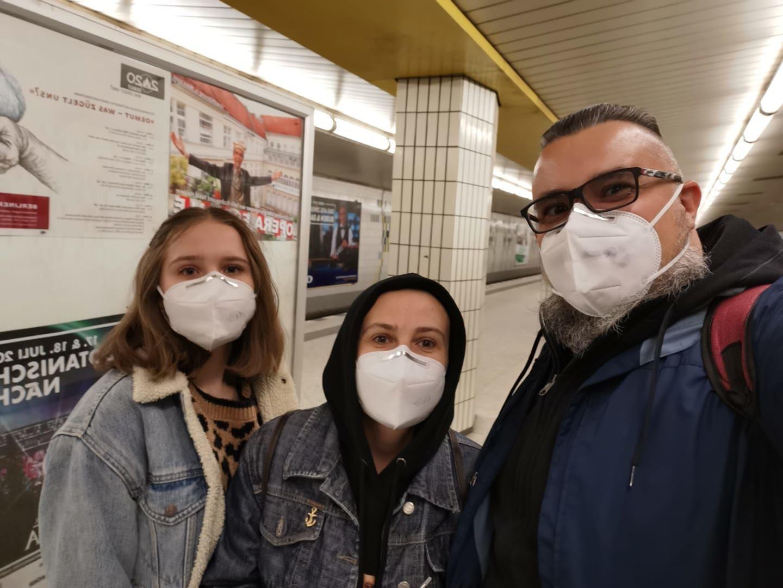 Сергей Пинягин с семьей в берлинском метро ©Фото из архива Сергея Пинягина