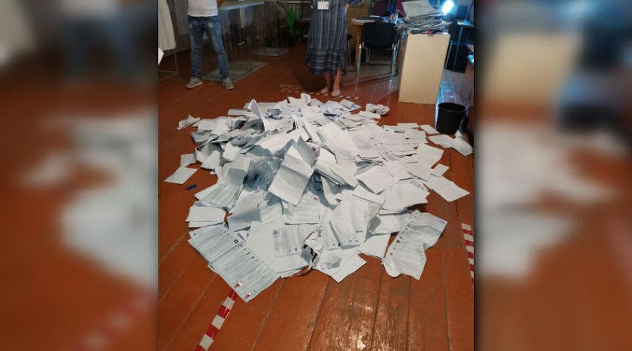 Штурм избирательного участка, разбросанные бюллетени и протокол начлена избиркома