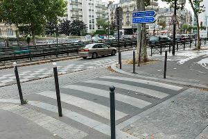 Заборы в Париже ©Фото с сайта varlamov.me