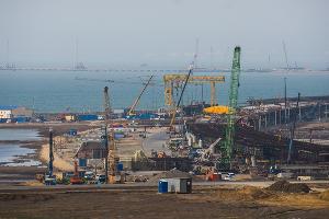 Строительство Крымского моста ©Фото Елены Синеок, Юга.ру