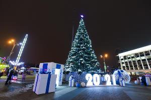 Рождественская ярмарка на Главной городской площади Краснодара ©Фото Елены Синеок, Юга.ру