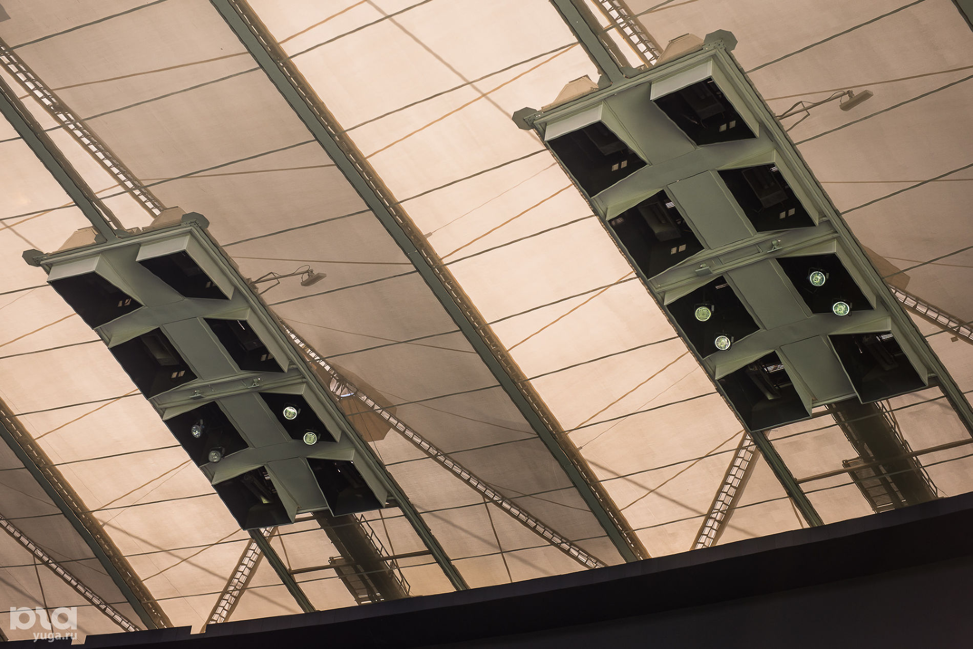 Крыша стадиона ФК «Краснодар» ©Фото Елены Синеок, Юга.ру