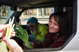 """Акция """"Цветочный патруль"""" в Краснодаре  ©Елена Синеок, ЮГА.ру"""