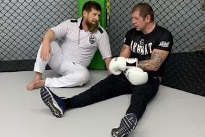 Рамзан Кадыров и Александр Емельяненко ©Скриншот видео из инстаграма Александра Емельяненко, instagram.com/alexemelyanenko