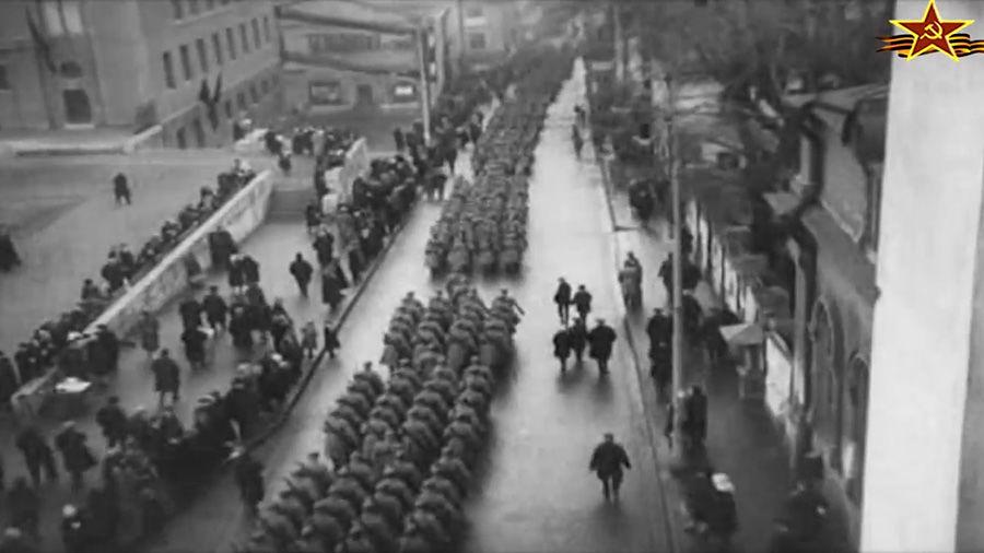 Празднование годовщины Октябрьской революции, 7 ноября 1927 года ©Кадр из видео канала History VA на youtube.com