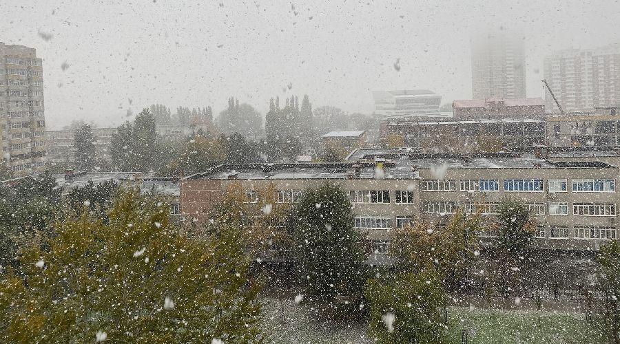 Первый снег в Юбилейном микрорайоне Краснодара ©Фото Валерии Дульской, Юга.ру