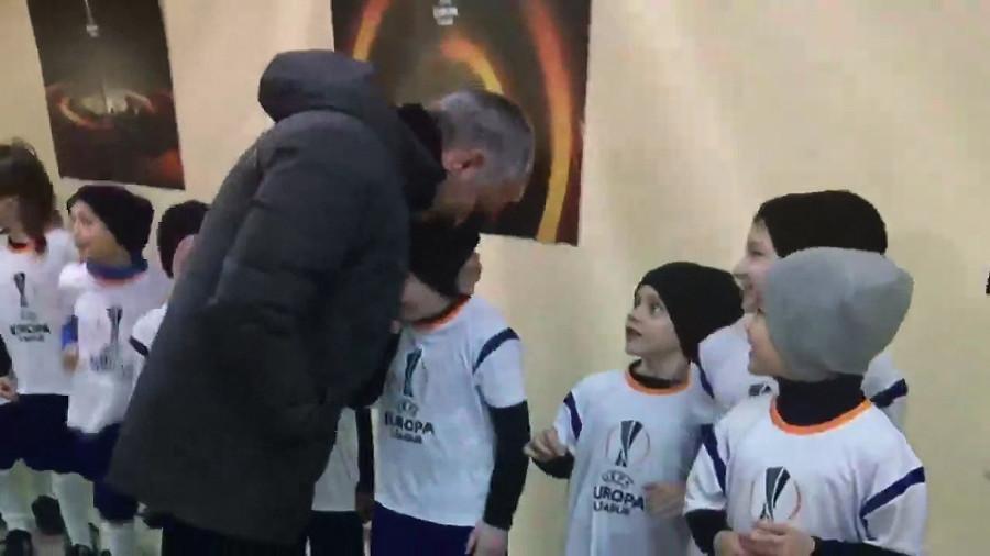 Жозе Моуринью ©Скриншот видео из аккаунта Дмитрия Шнякина в Twitter, twitter.com/shhhnyak