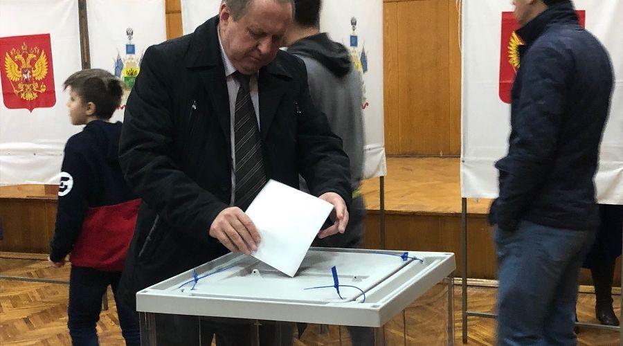 Александр Шаталов на выборах президента РФ в 2014 году ©Изображение с сайта admnvrsk.ru