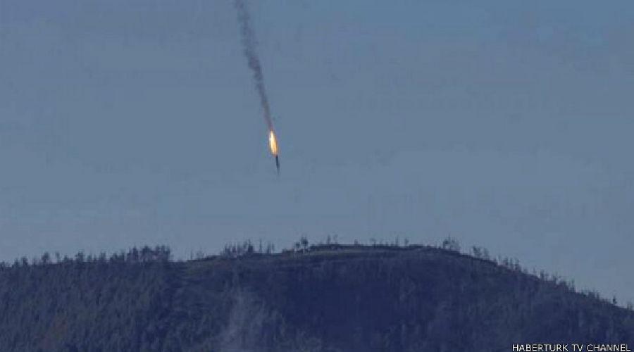 Российский Су-24 сбит близ границы с Турцией ©Haberturk TV