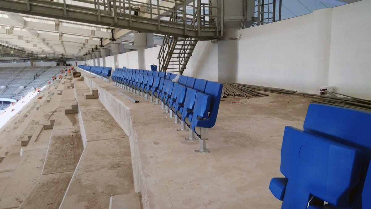 На «Ростов-Арене» начали монтировать кресла