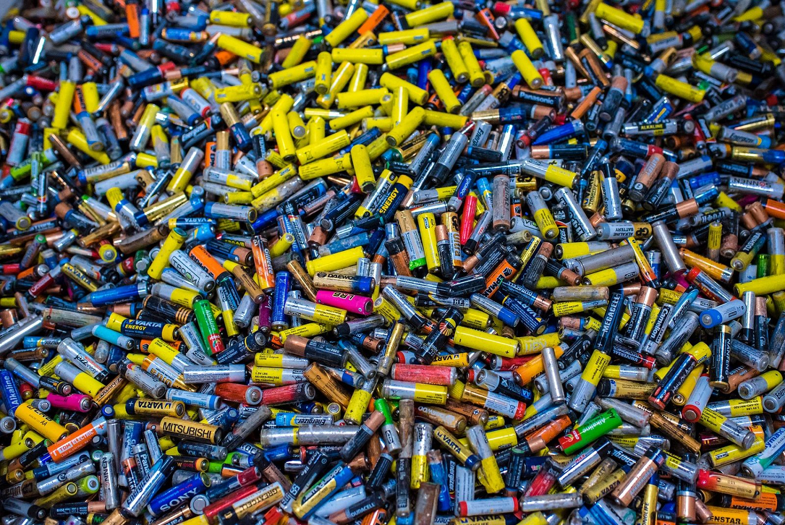 Утилизация батареек ©Изображение пресс-службы курорта «Роза Хутор»