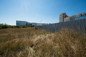Огороженная территория ©Фото Елены Синеок, Юга.ру