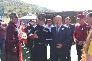 Глава Адыгеи Мурат Кумпилов на фестивале адыгейского сыра ©Юга.ру