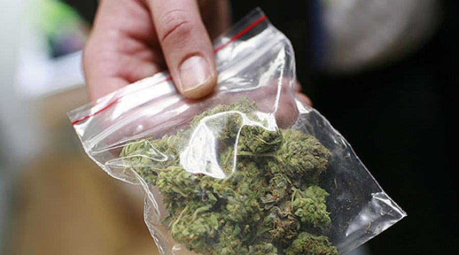 Полицейский хранил марихуану 100 грамм марихуаны цена