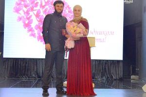 Айшат Кадырова на награждении медалью «За заслуги перед Чеченской Республикой» ©Фото пресс-службы администрации главы Чеченской Республики