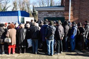 Акция помощи бездомным на Всесвятском кладбище Краснодара ©Фото Елены Синеок, Юга.ру
