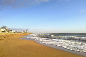 Пляж в Махачкале ©Фото с сайта rasfokus.ru