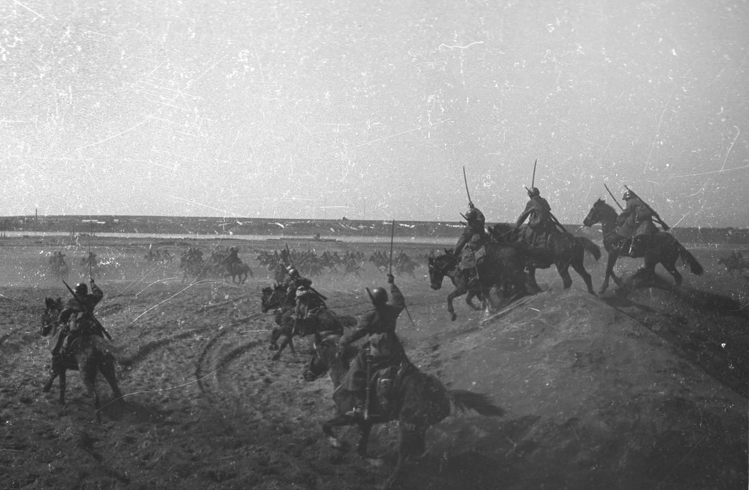 Атака советской конницы. Юго-Западный фронт, 1942 год ©Фото с сайта waralbum.ru