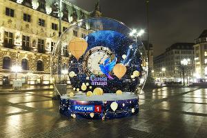 Арт-объект «Волшебный новогодний шар» ©Фото пресс-службы курорта «Роза Хутор»
