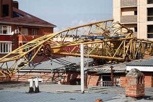 В Краснодаре рухнул башенный кран ©Влад Александров, ЮГА.ру