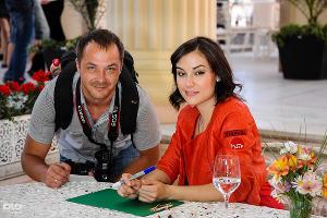 Саша Грей провела автограф-сессию в Сочи ©Нина Зотина, ЮГА.ру
