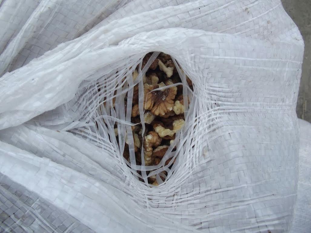 Житель Украины при помощи каната перетянул в Российскую Федерацию полтонны орехов