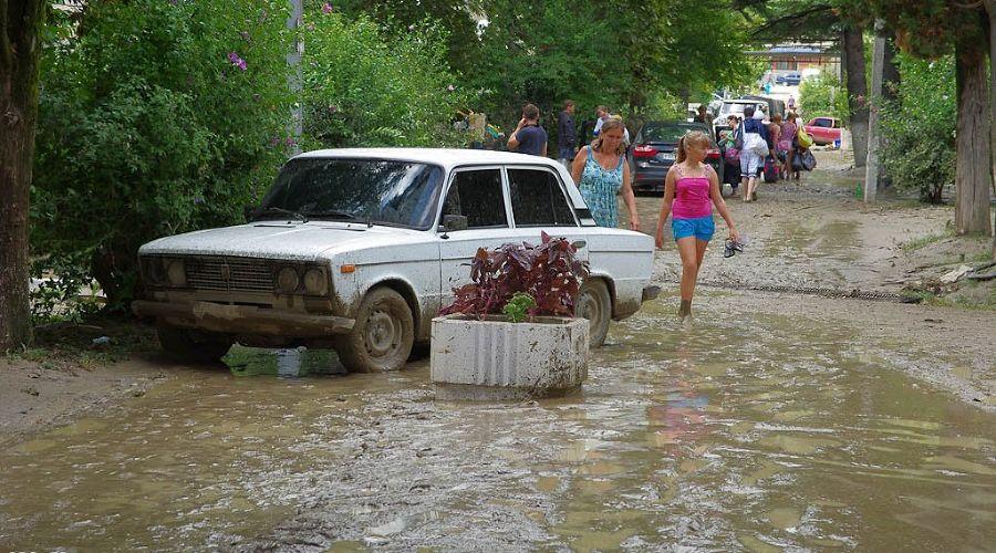 Наводнение в поселке Новомихайловский ©Дмитрий Кочергин, ЮГА.ру