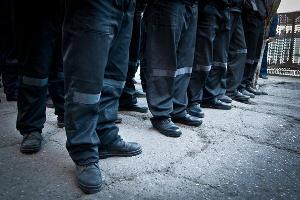 Осужденные ИК-14 на прогулке ©Елена Синеок, ЮГА.ру