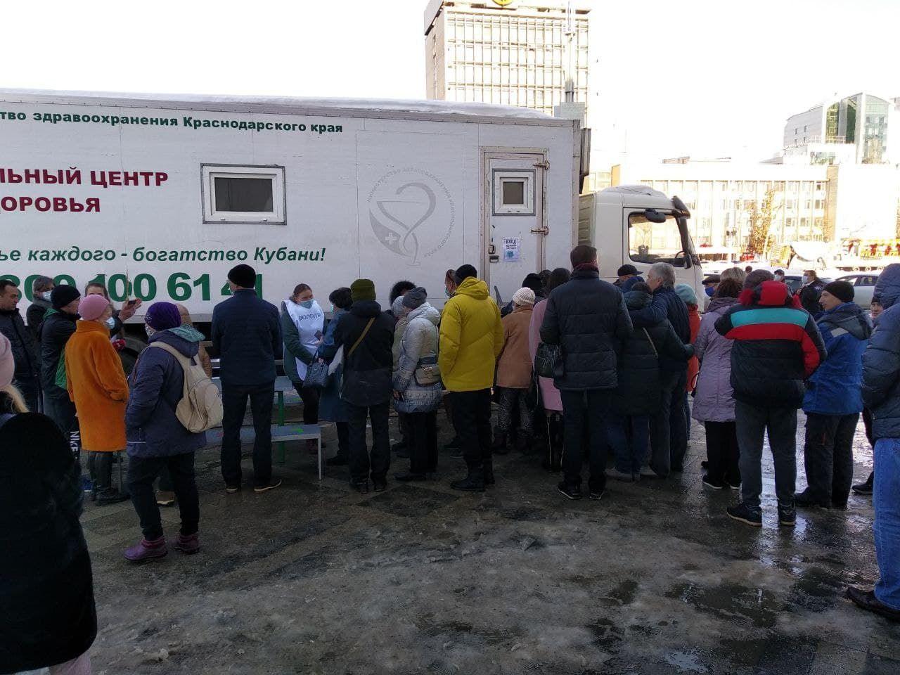 Очередь в мобильный пункт вакцинации ©Фото Юга.ру