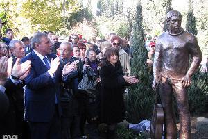 2011 год в фотографиях. В Сочи открылся памятник Высоцкому ©http://www.yuga.ru/photo/1011.html