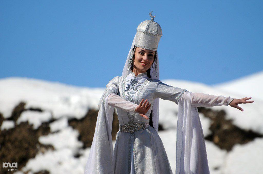 самые красивые фото кабардинок в зимних нарядах честь