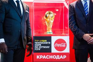 Кубок чемпионата мира по футболу ©Фото Елены Синеок, Юга.ру
