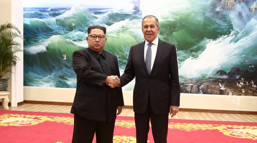 Ким Чен Ын и Сергей Лавров ©Фото из аккаунта twitter.com/MID_RF