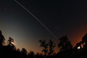 След от МКС в небе ©Фото из группы vk.com/roscosmos