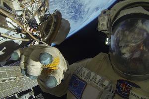 Российские космонавты провели работы в открытом космосе 17 августа 2017 года ©Фото из группы vk.com/roscosmos