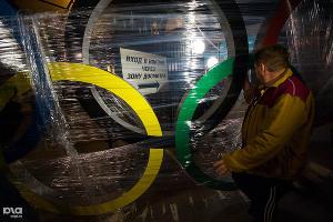 На железнодорожном вокзале Сочи установили олимпийские кольца ©Нина Зотина, ЮГА.ру