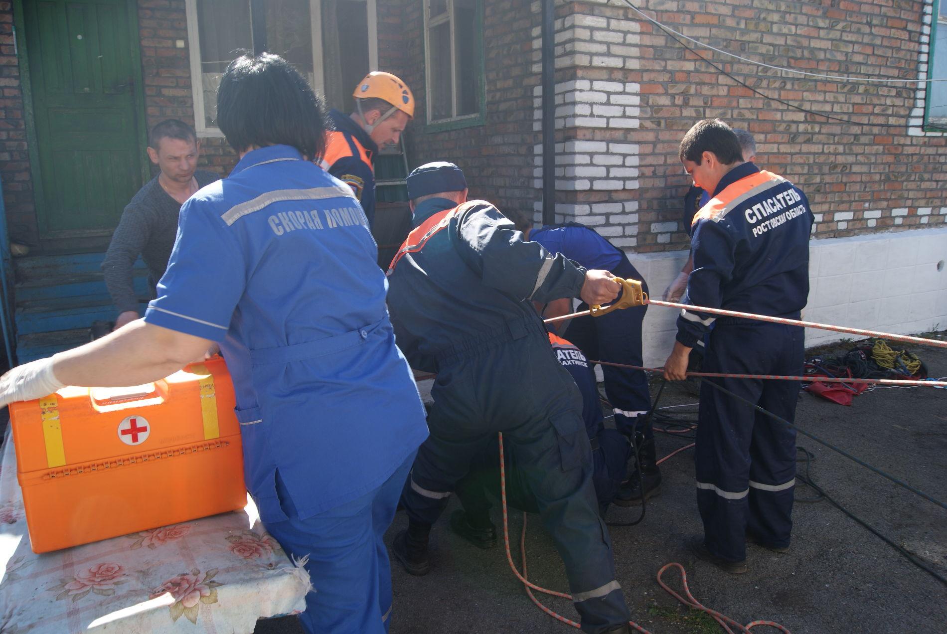ВНовошахтинске нетрезвый мужчина упал вколодец следяной водой